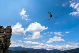 """Slackline: camminare nell'aria senza essere """"funamboli"""""""