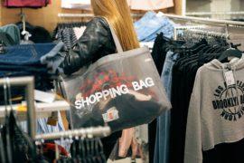Il consumismo veste Prada