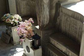 Nel cimitero della poesia vivente