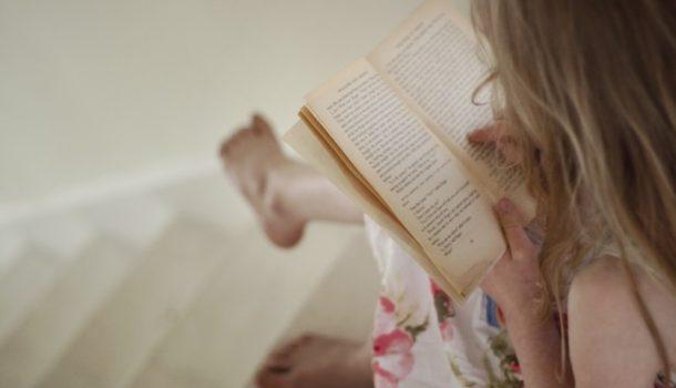 """""""Un libro è un'armatura"""". Intervista all'editor Oriel Pozzoli"""