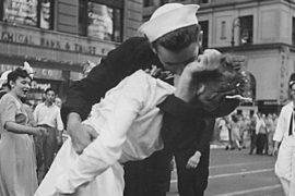 Il bacio storico che rincuorò il mondo