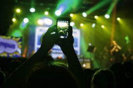 Artisti e smartphone sono nemici per natura! Come gli scozzesi e altri scozzesi!