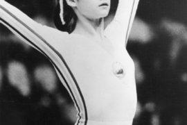 La storia di Nadia Comaneci, la ginnasta da tutti 10