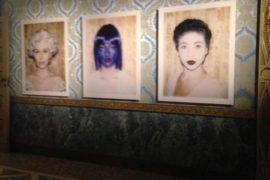 Vanessa Beecroft e le sue grandi polaroid