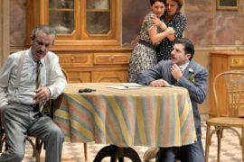 """Malore durante lo spettacolo """"Non ti pago"""" di Eduardo de Filippo"""