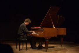 Scavalcando il Romanticismo, la Sonata da Haydn al Novecento