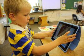 Bambini insonni con gli schermi touch?