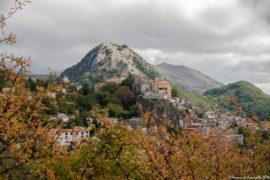 Un viaggio tra le rovine e gli astri di Castelgrande