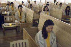 Simulare la morte per apprezzare la vita: la Corea del Sud scende in campo contro i suicidi
