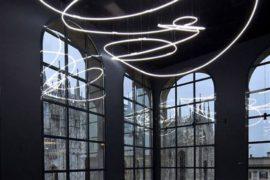 La Luce di Fontana affianco al Duomo di Milano