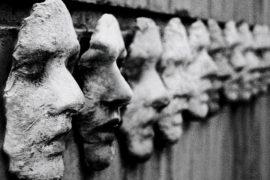 """""""La maschera e il volto"""", l'inizio del teatro del grottesco."""