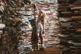 """L'industria del libro """"usa e getta"""": il meccanismo della produzione libraria ai giorni nostri."""