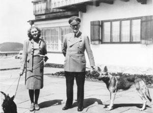 Adolf Hitler e Eva Braun con Berghof