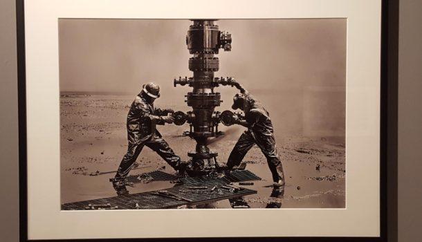 L'incendio dei pozzi nel Kuwait negli scatti di Sebastião Salgado