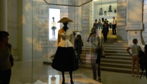 """""""Christian Dior couturier du rêve"""" al Musée des Arts Décoratifs di Parigi"""