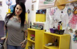 Flavia Carvalho, la tatuatrice che dona forza alle donne vittime di violenza