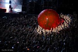 Molestie ai cantanti uomini: perché le riteniamo meno gravi?