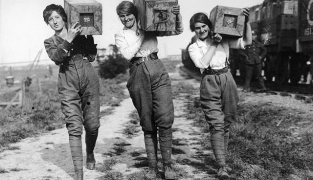 I pantaloni da donna: breve storia di una lunga battaglia