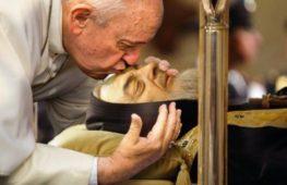 Il culto di Padre Pio: idolatria o mezzo per recuperare le pecorelle smarrite?