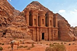 L'ammaliante Petra: la città scavata nella roccia
