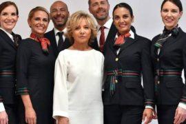 Alberta Ferretti realizza le divise per Alitalia