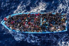 Lampedusa tra acque cristalline e questione migratoria