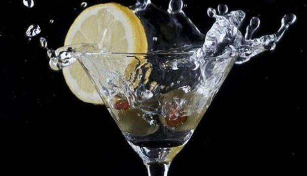 Da Leopardi a Umberto Eco, da Tolkien a George Martin: i drink preferiti dei grandi scrittori