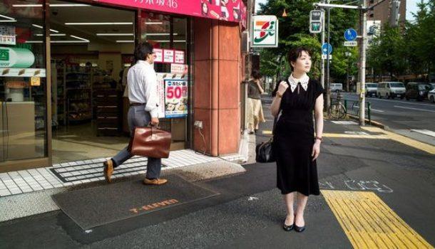 """La ragazza del convenience store: una lezione giapponese sull'essere """"normale""""."""