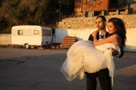 """""""Io sto con la sposa"""": una ribellione compiuta tra sorrisi, canti e balli"""